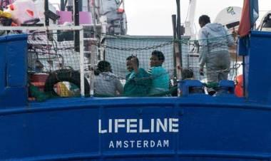 Migranti, Salvini contro Lifeline: 'E' fuorilegge, è nelle acque di Malta'