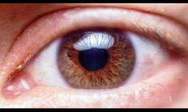 Addio occhiali: saranno sostituiti da speciali gocce curative