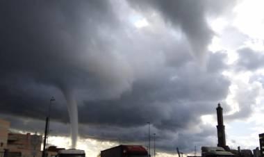 Maltempo a Genova, tromba d'aria e grandine: nessun danno