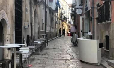 Foggia, bomba davanti a ristorante centro storico: ferita una donna