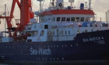 """Immigrazione, Matteo Salvini: """"Se la Sea Watch sbarca a Palermo, denunceremo il governo per favoreggiamento"""""""