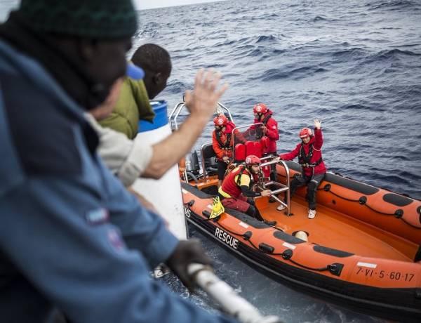 Manovra, nuova stretta sui migranti: via il fondo per l'assistenza sanitaria