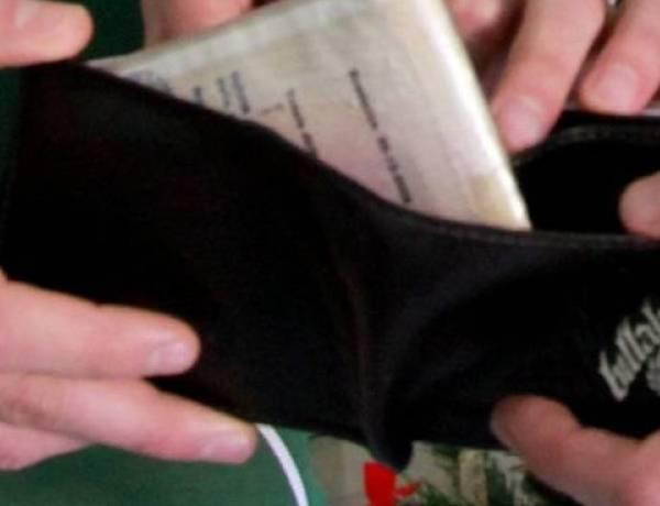 Monza, trova portafogli con 35mila euro e lo restituisce