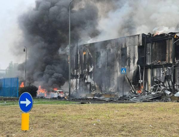 Milano, precipita aereo sopra edificio in costruzione: a bordo 8 persone, tutti morti. C'era anche un bambino di un anno.