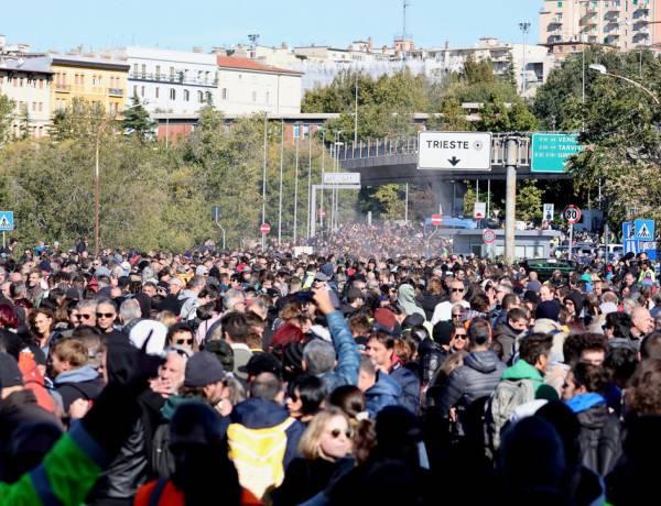 Green pass obbligatorio, allerta per proteste