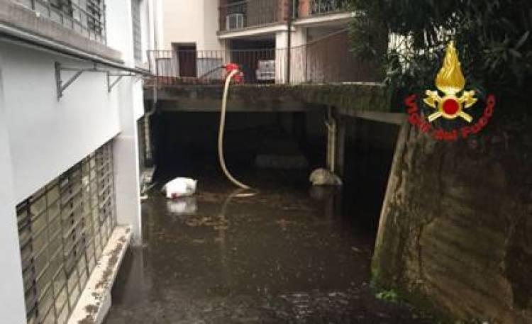 Bomba d'acqua a nord di Milano, attivato il piano di emergenza Seveso