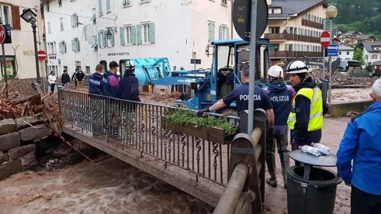 Nubifragio in Trentino, allagato il centro di Moena: 50 evacuati, esondazioni, frane e smottamenti