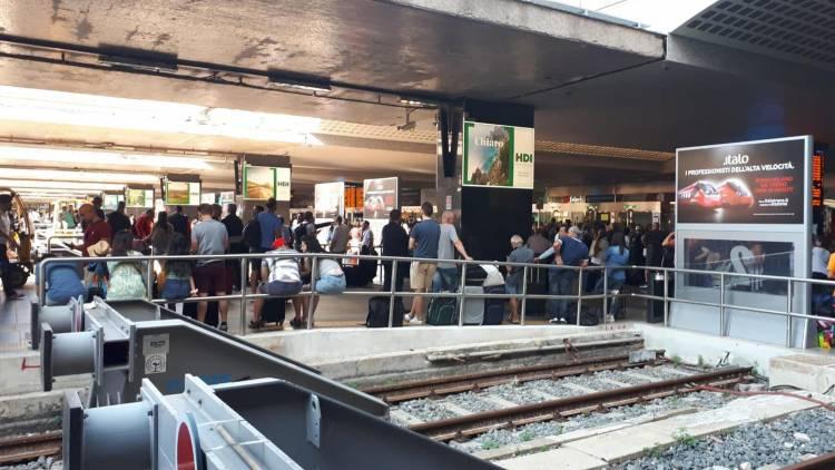 Tre roghi dolosi mandano in tilt la circolazione ferroviaria da Milano a Roma